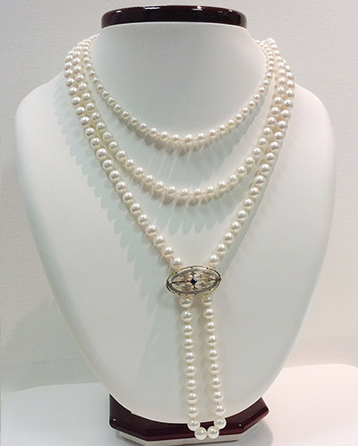 pearl-with-broche
